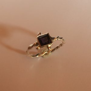 Dark purple Amethyst ring in silver.