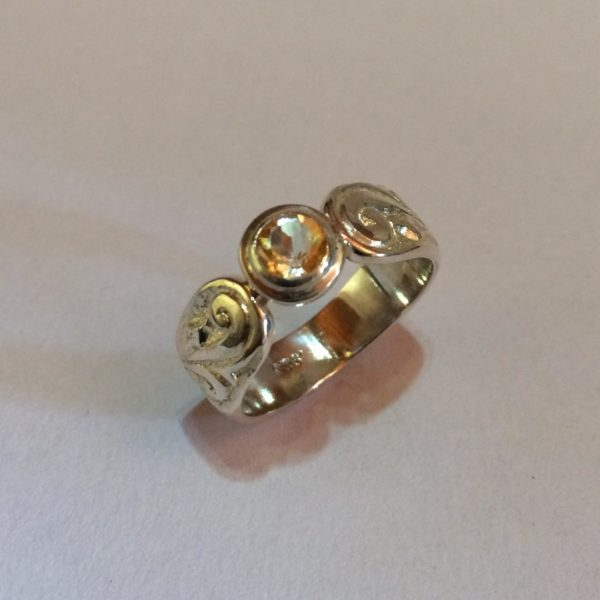 Silver, citrine engraved ring Size: R / 8 3/4