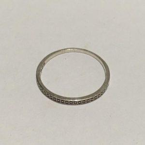 Thin silver band Size: U / 10